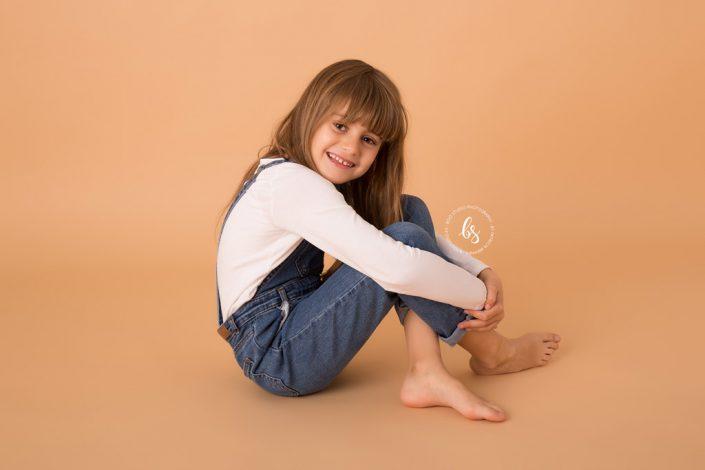 Foto niña en estudio